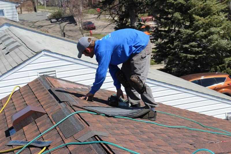 How to choose among Roofing Contractors in Lincoln Park Michigan?